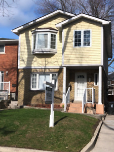 Detached House For Rent in Birchcliff,  South of Kingston Rd