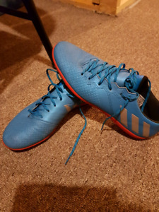ADIDAS MESSI 16.3 INDOOR SOCCER SHOES.  PRACTICALLY NEW.  SIZE 9