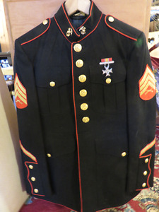US MARINE SARGENT DRESS UNIFORM WITH PANTS AND MEDAL