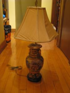 Table / Lampe et Vase / Globe-Terrestre / Lutrin