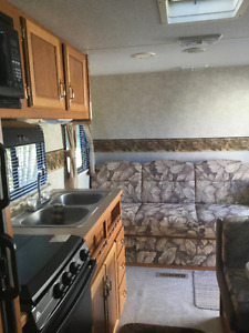 2005 21 Foot Fleetwood Mallard Travel Trailer