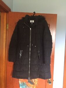 Size small Old Navy maternity coat with fur hood
