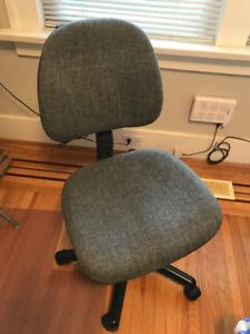 Swivel Chairs & Bar Stools - $5