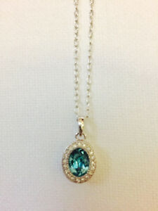 Stunning Emerald Green Necklace - NEW Condition