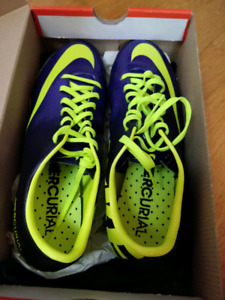 Size 7.5 Mercurial Nike soccer shoes