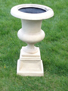 RESIN STONE-LOOK URNS/PLANTERS (SET)(TAUPE)(LIKE NEW)(Paid $400) London Ontario image 5