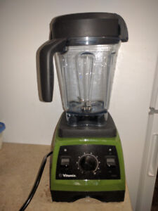 Vitamix 7500 blender with dry grains container