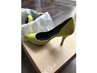 Miss KG Bastien Yellow suede court show size 37