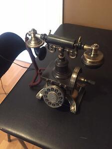 Telephone antique