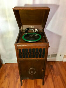 Antique working phonograph made comes with records and needles.