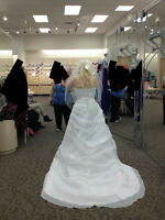 beautiful wedding dress for sale comes with veil
