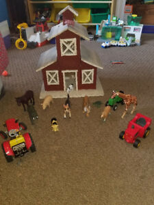 Awesome Vintage Farm House with Trackers and Farm Animals!
