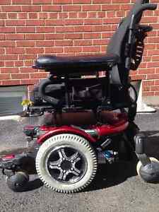 Electric Quantum 600 Power wheelchair includes new Roho cushion