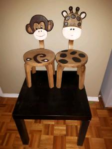 2 chaises pour enfants