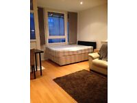 One large double room to let next to mile end station from 29 September for £130