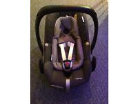 Maxi Cosi Pebble Plus Car Seat and 2Way Isofix Base