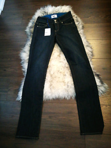 PAIGE NWT  hidden hills straight jeans. High rise straight. 25