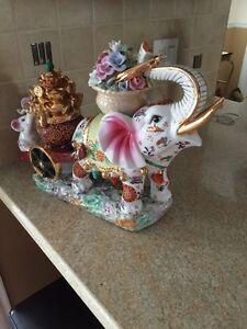 Éléphant en fine porcelaine chinoise