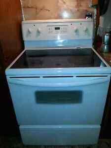 Poele frigidaire a 80$ negociable