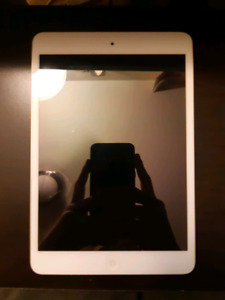 White 1st Generation 16GB iPad Mini