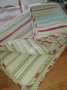 Super beau couvre lit réversible pour lit simple