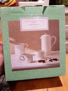 Brand new Sophie Conran White Cafetière & 4 Stacking Cups