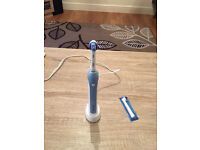 Oral-B PRO 2000 in very good condition, barly used