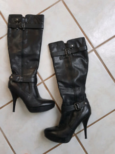 Size 8 1/2 Guess Boots