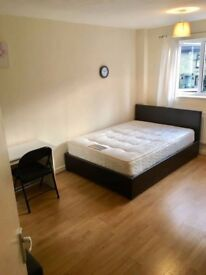 FANTASTIC double room in CANARY WHARF next to STATION