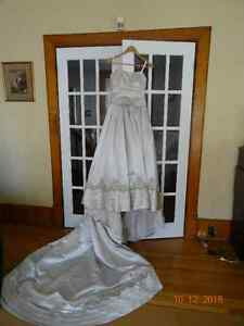 Wedding Dress with Train Very Good Used Condition