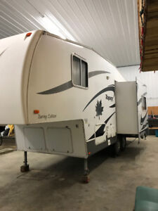 2007 Topaz Touring Edition  5th Wheel Camper