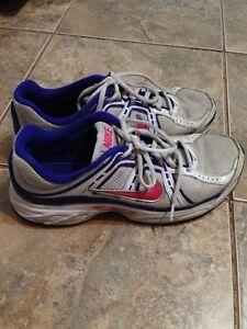 Nike size 9 women