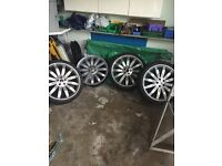 "22"" Range Rover Alloy wheels."
