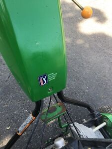 JOHN DEERE 220C green mower West Island Greater Montréal image 7