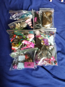 Random Clothes & Accessories - Monster High/Ever After