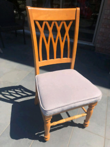 4 Dining Room Chairs Newly Upholstered