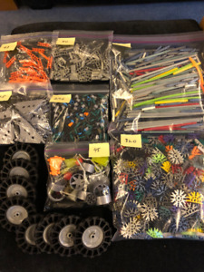 K'Nex Building pieces - approx 1100 with instructions