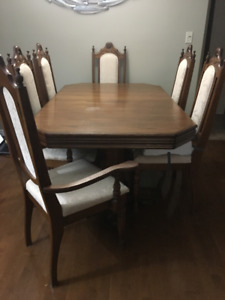 Dining room table, buffet and hutch