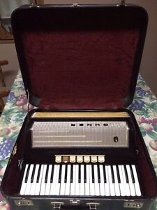 Used Hohner 400 MS Accordion