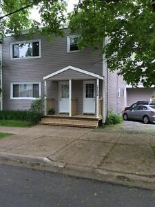 LARGE 3 BEDROOM CLOSE TO QUINPOOL, DOWNTOWN AND HOSPITALS
