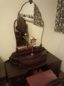 Woman's Beauty Desk and Double Bed Cambridge Kitchener Area image 1
