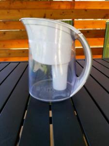 Cruche, pot à eau  brita
