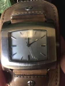 Guess watch 50$ was 165$  it's working new battery  London Ontario image 4