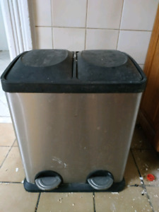 Garbage Can with 2 Compartments