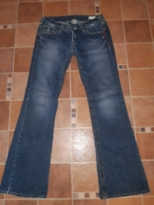 Ladies silver Jean's.....WANT GONE