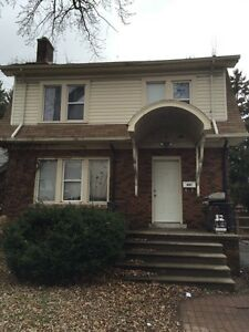 University of windsor awesome 2-3 bedroom home