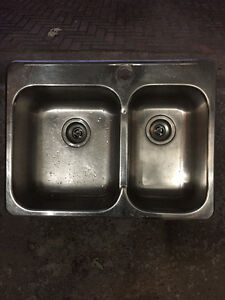 Double sink in stainless steel West Island Greater Montréal image 1