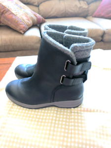 Size 8 Ladies Woolrich boots