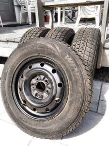 4 pneus hiver Nexen 205/70R15  96T sur jantes