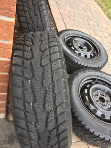 Virtually Brand New Sunfull 215/60 R16 Winter Tires on Rim